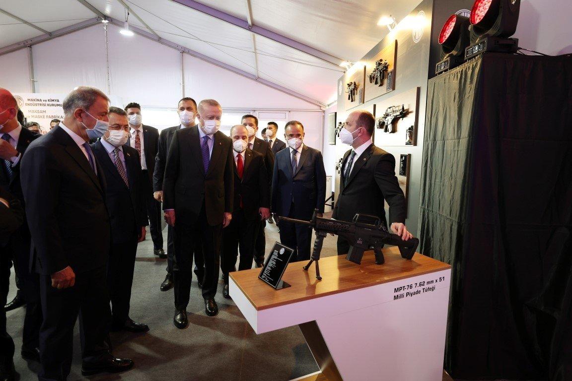Başkan Erdoğan MKEK'de yerli ve milli silah ve mühimmatları tek tek inceledi .